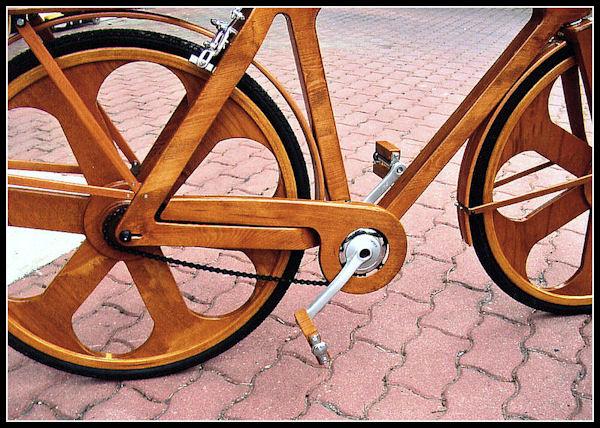 Una bicicletta di legno per il Papa C10