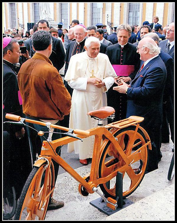 Una bicicletta di legno per il Papa D11