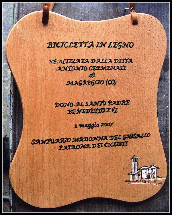 Una bicicletta di legno per il Papa E10