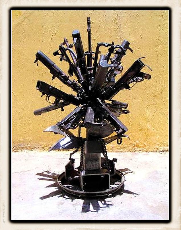 Sculture fatte con le armi Weapon12