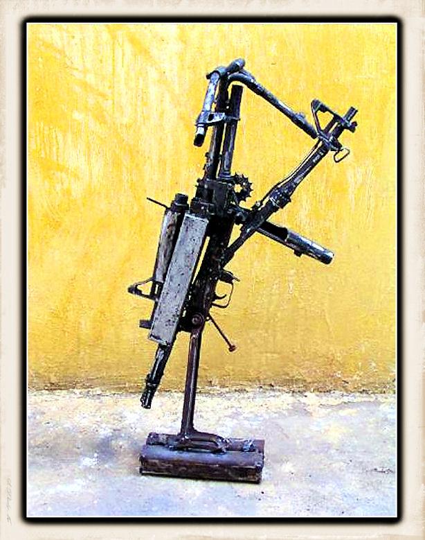 Sculture fatte con le armi Weapon15
