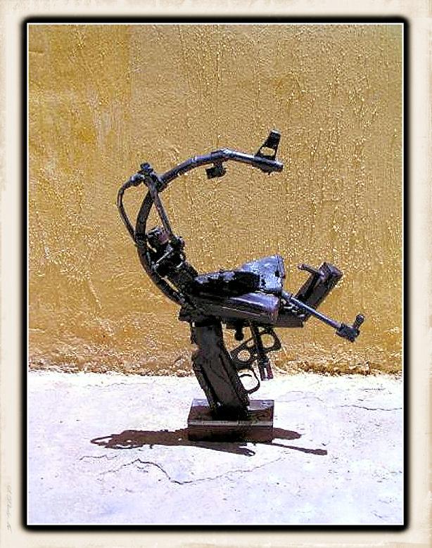 Sculture fatte con le armi - Pagina 2 Weapon37