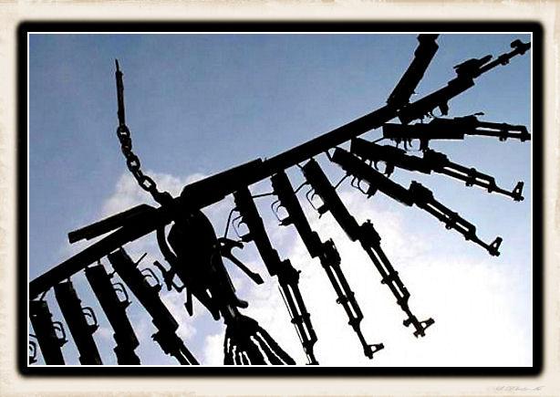 Sculture fatte con le armi - Pagina 2 Weapon43