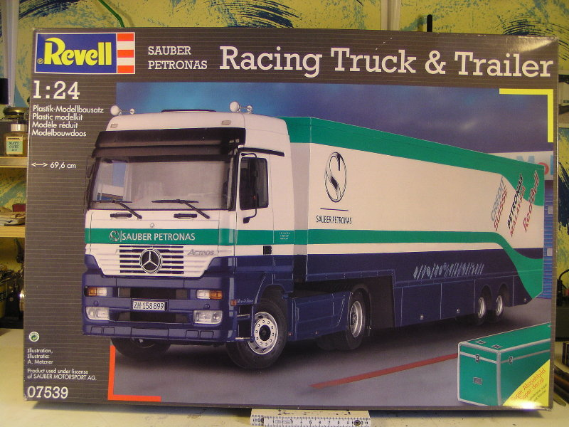 Peterbilt 359 mit Racing Trailer 0753910