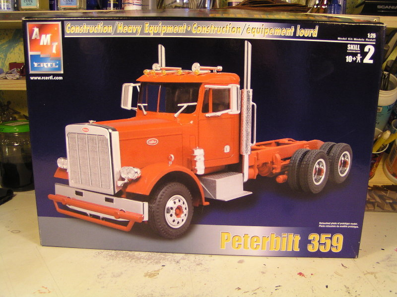 Peterbilt 359 mit Racing Trailer P1265410
