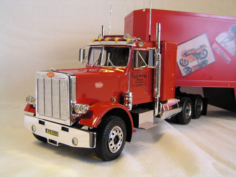 Peterbilt 359 mit Racing Trailer P8308516