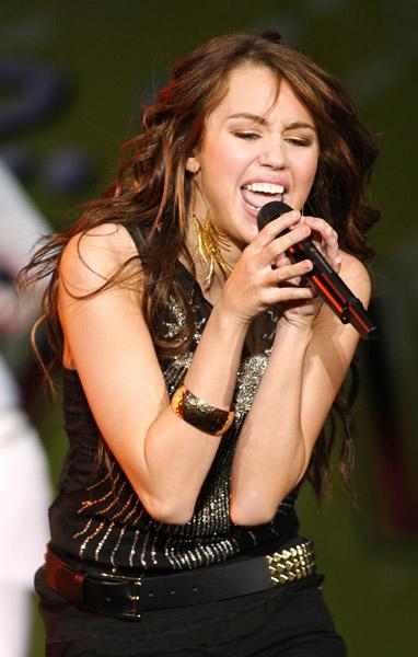 Oficial Miley Gallery - Page 3 Miley410