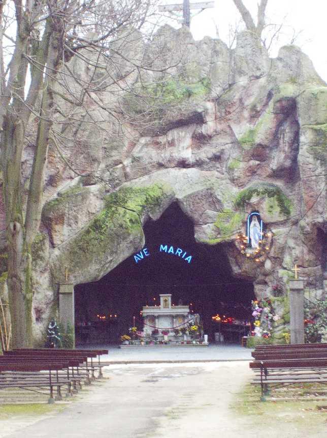 Les répliques de la grotte de Lourdes 2013-120