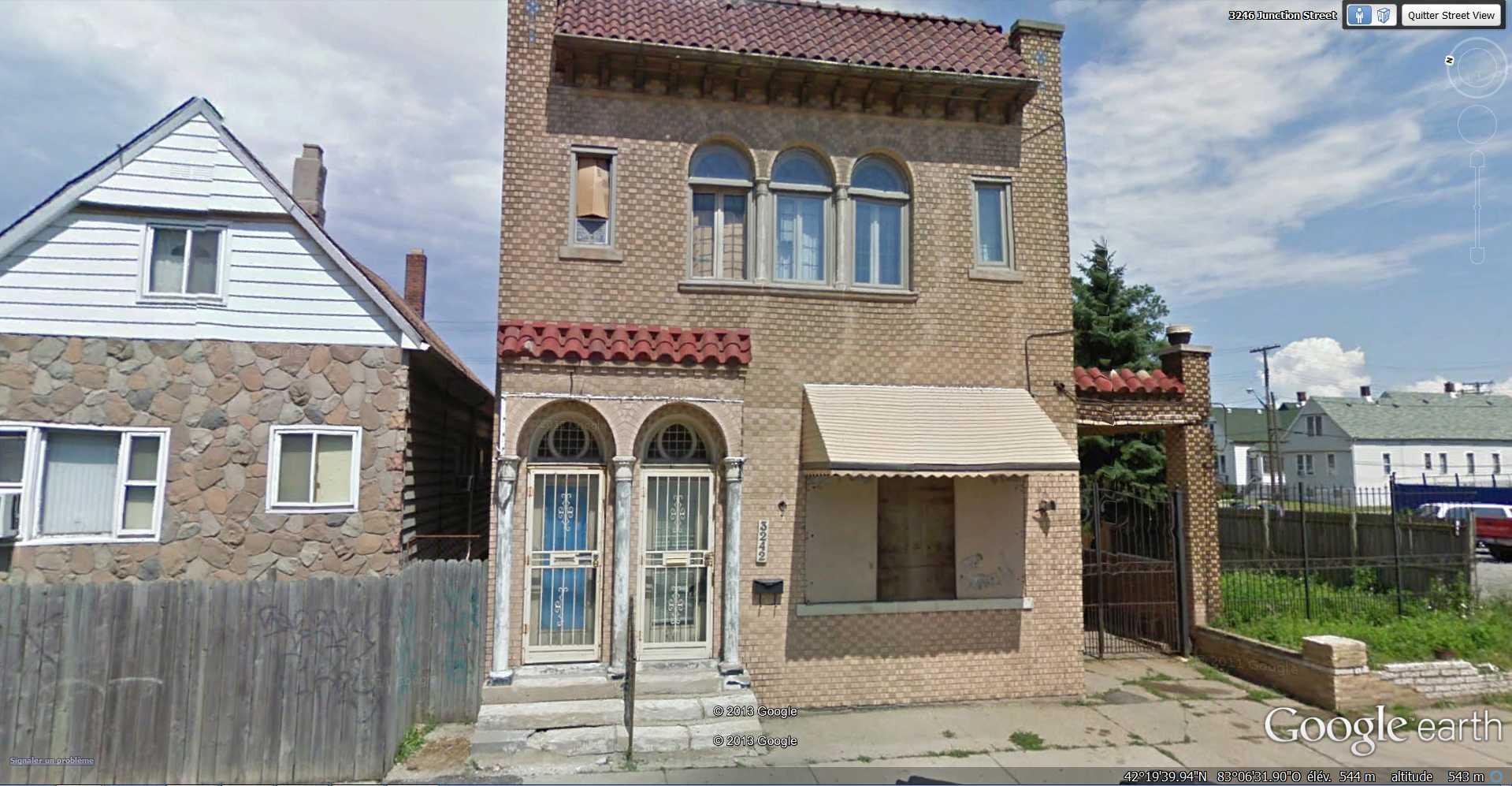 Street View : Deux portes, une maison - Détroit - USA 2013-121
