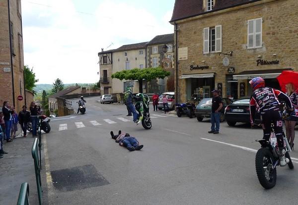 Fête de la moto a Belvès le 26 5 2013 P1000431