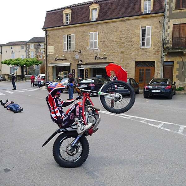 Fête de la moto a Belvès le 26 5 2013 P1000432