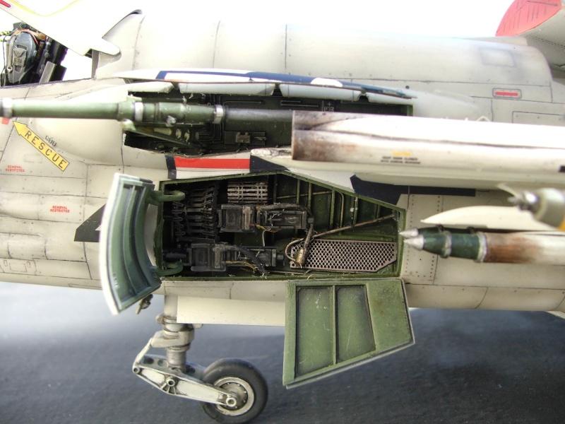 1/32nd F-8E Crusader - Page 10 Dscf3014