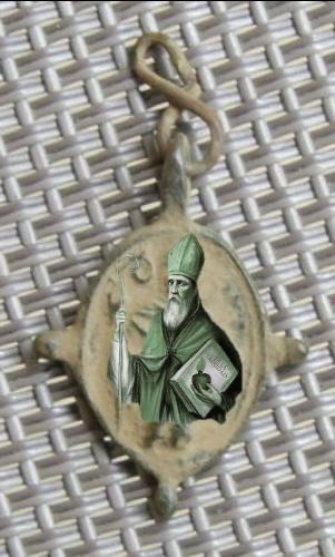 Petite médaille élément de chapelet - St-Augustin d'Hippone & Scène de la crucifixion - XVIIème Imgp8610