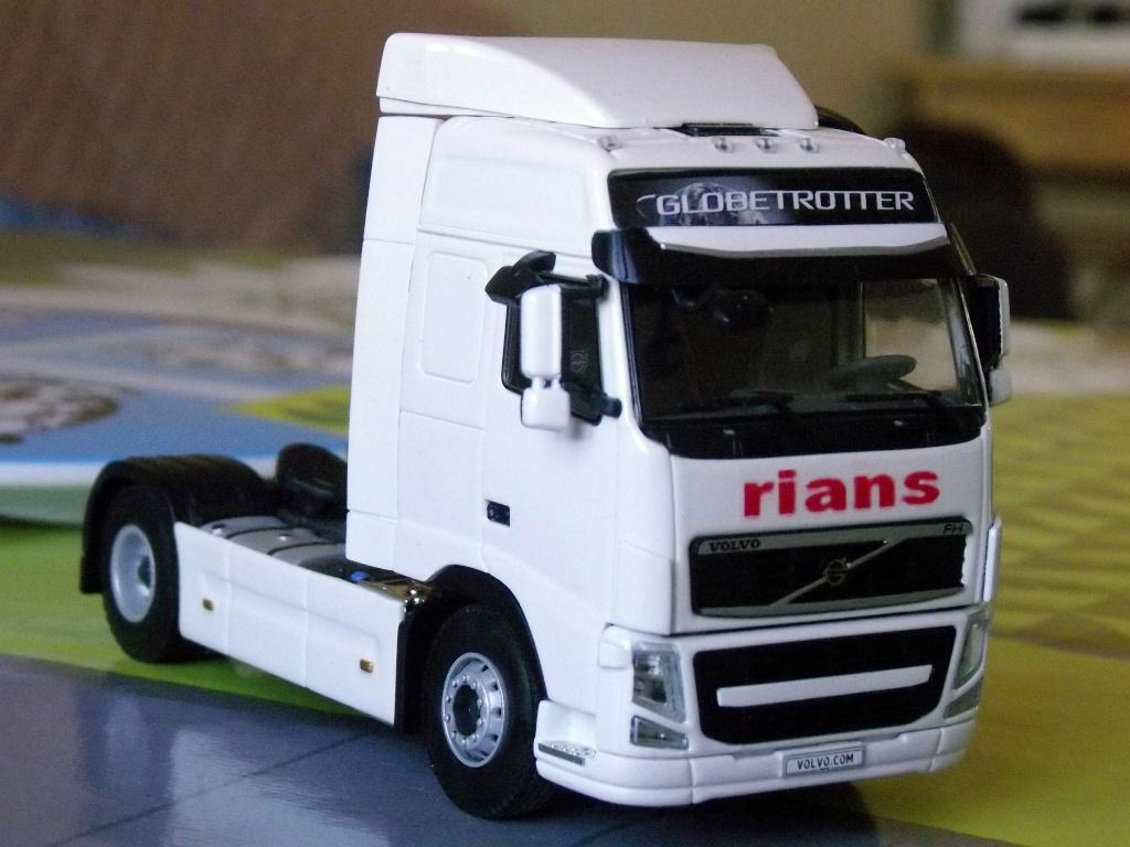 Miniatures camions 1/50 et 1/43 de David 36. Volvo_31