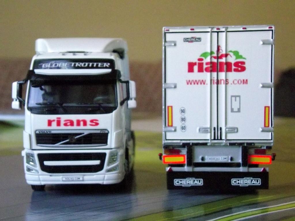 Miniatures camions 1/50 et 1/43 de David 36. Volvo_37