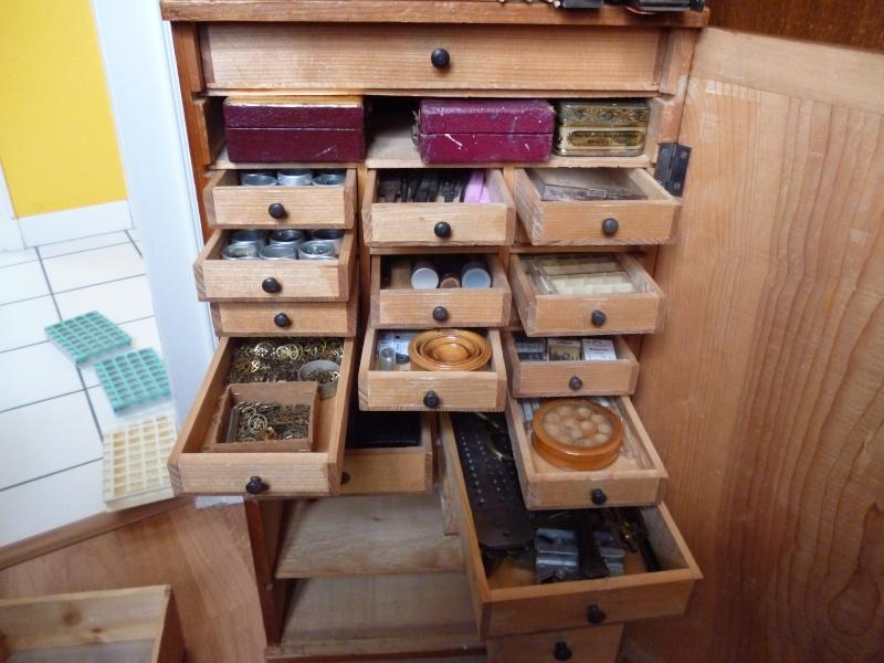 La caverne d'Ali Baba : Atelier et collection d'un passionné autodidacte réparant les montres! Photos24
