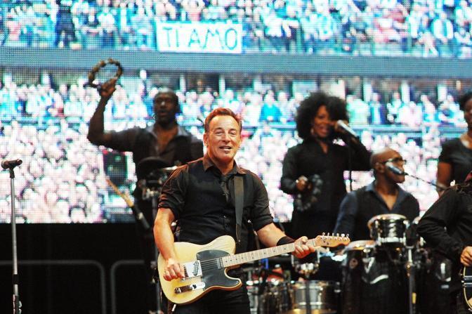 Bruce Springsteen - Page 18 Bru_0810