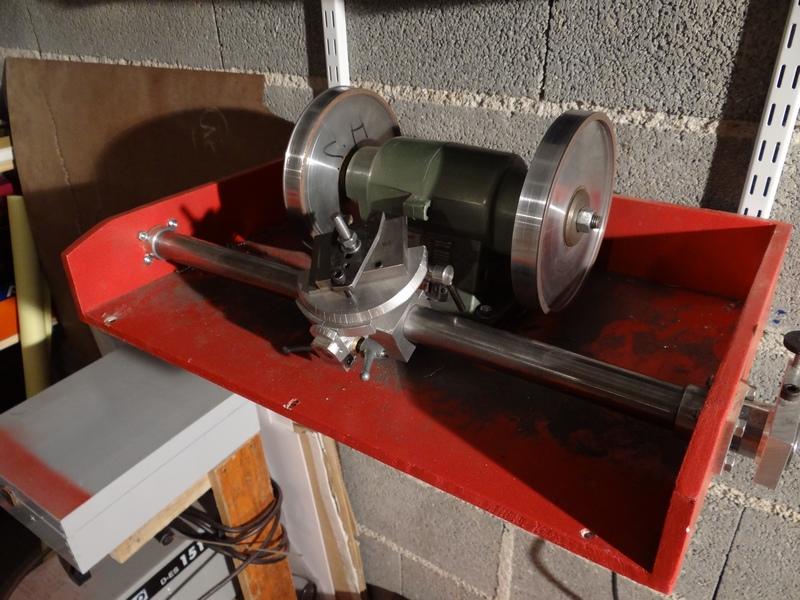 Affûteuse outils de tour a métaux Dsc01011