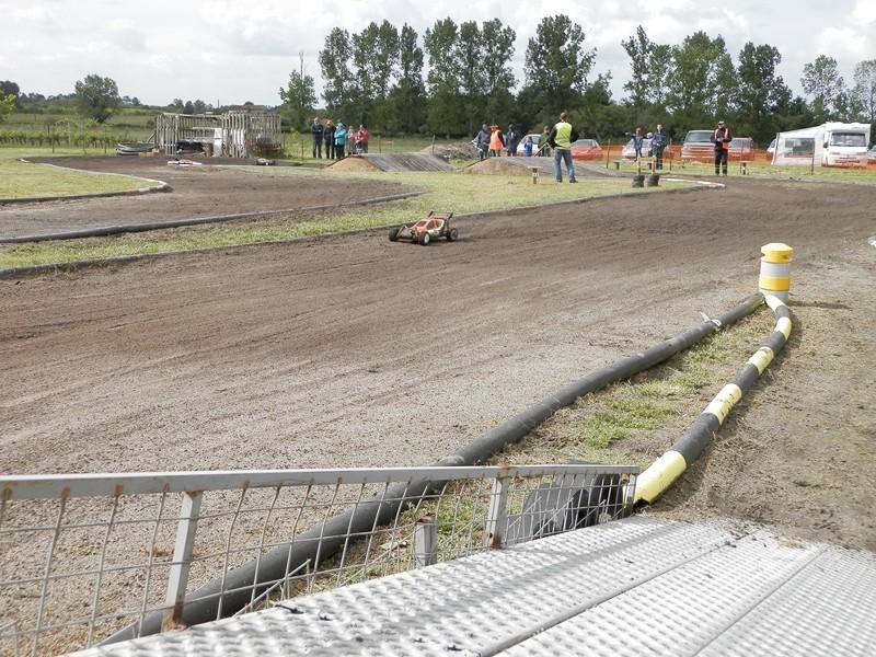 Reportage 2ème GP de Reignac - Page 4 P5190034