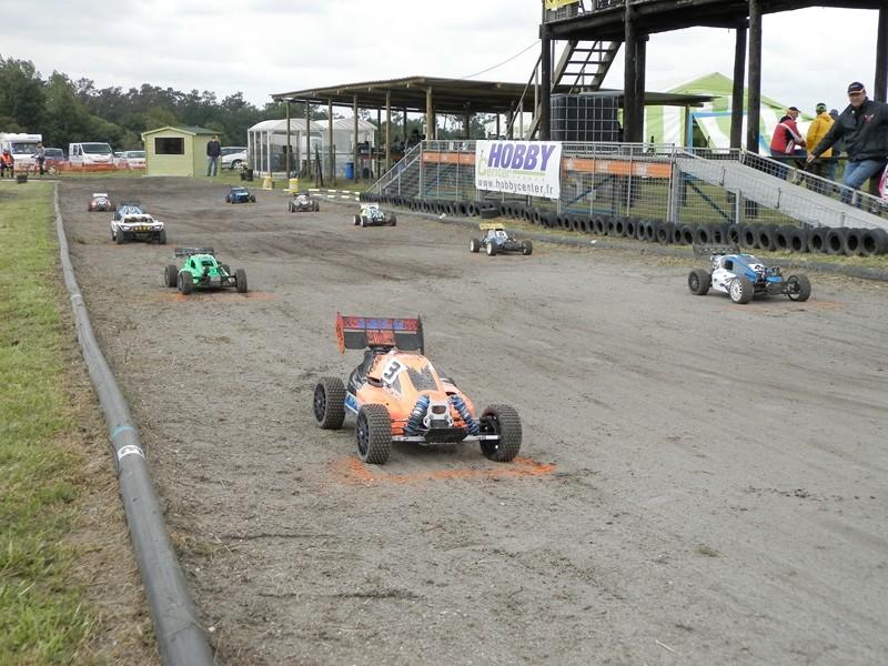 Reportage 2ème GP de Reignac - Page 4 P5190035