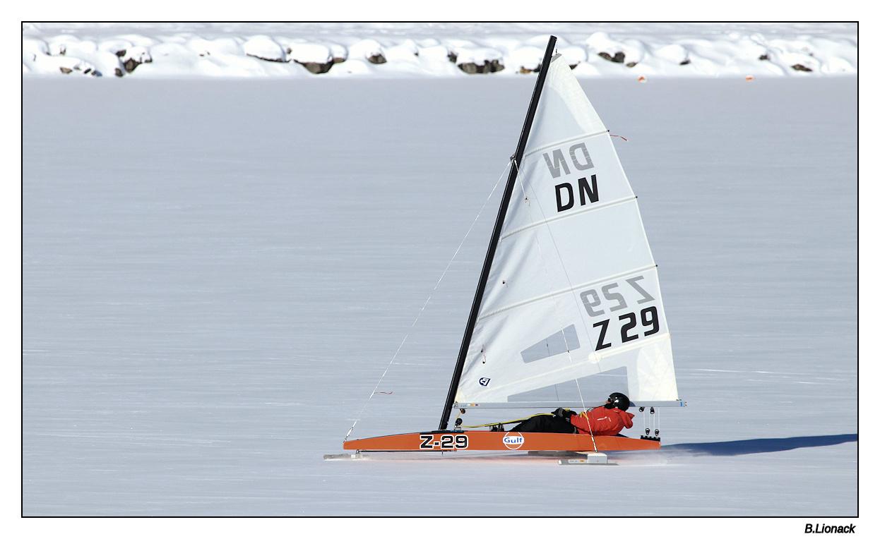 Un lac, une belle bise et -15°.... Char0110