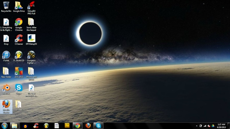 Post a screen shot of your desktop - Page 23 Deskto12