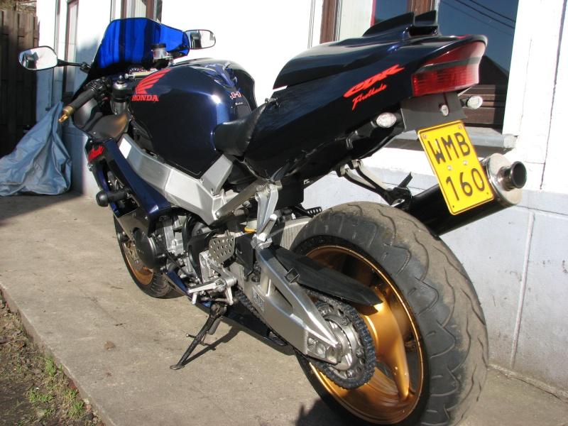 ma moto enfin terminée prete pour la saison super beau mon capot de selle 01511
