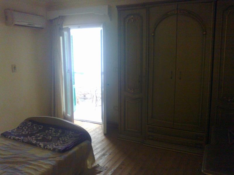 شقة للإيجارمفروش عمارة ومبي مكيفة الدور الرابع علوي غرفتين وصالة لوكس - المعمورة الشاطيء  22012014