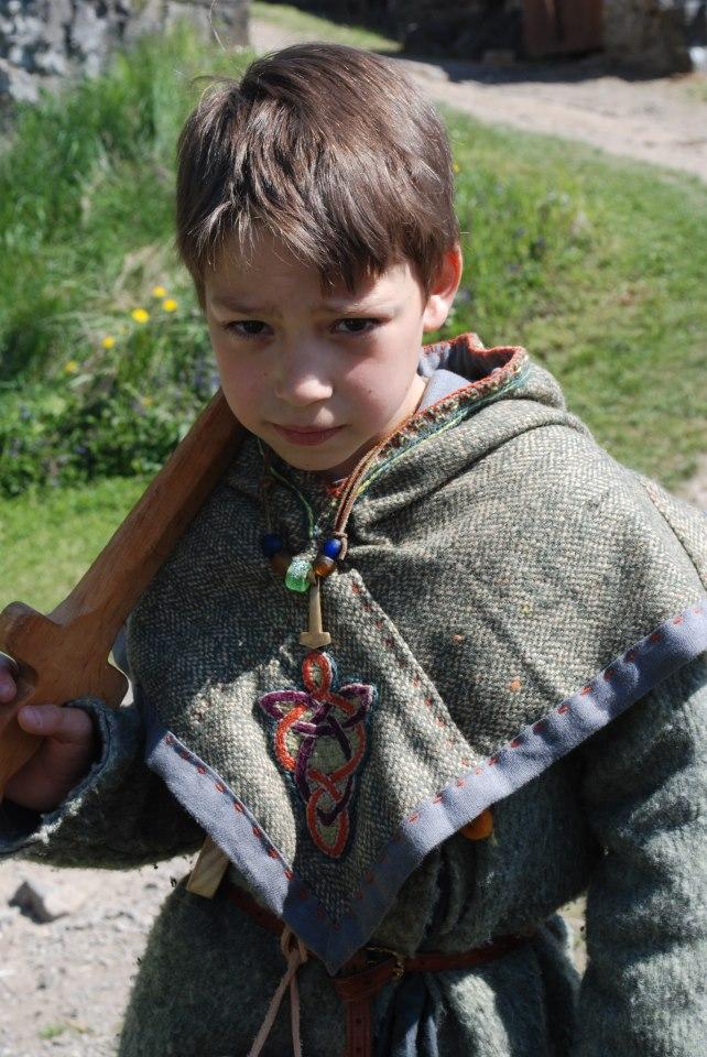 Vu que j'étais lancée, j'ai cousu un chaperon pour on viking de beau-fils... 21706110