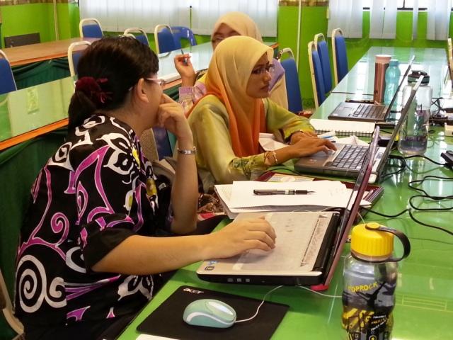 Majlis Guru Cemerlang Zon Pedalaman : Bengkel Membina Laman Web (27jun2013) Dsc_2618