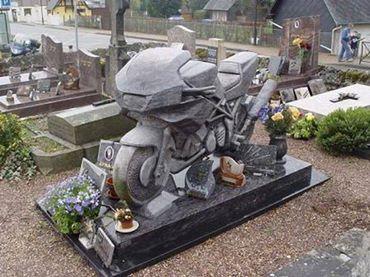 pierre tombale adéquate 10109410