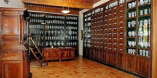 Le couloir et la pharmacie Cette-10