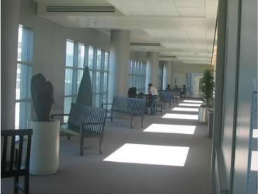 Le couloir et la pharmacie Hospit11