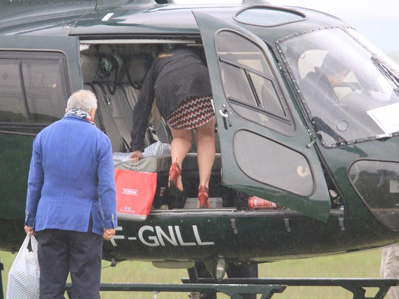 comment monter dans un hélicoptére...... Img_5111