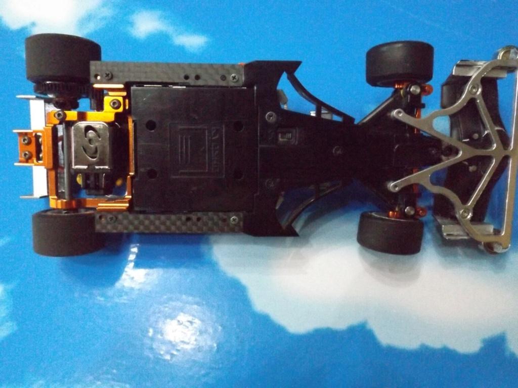 vend une F1 2,4Ghz optionnée pour la compétition et plein de piéces détachées neuves  Dscf5444