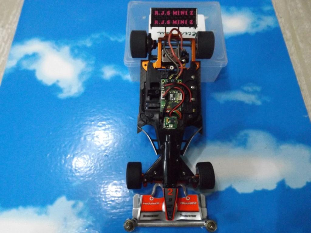 vend une F1 2,4Ghz optionnée pour la compétition et plein de piéces détachées neuves  Dscf5445