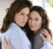 Vos plus belles photos de couples lesbiens - Page 7 210