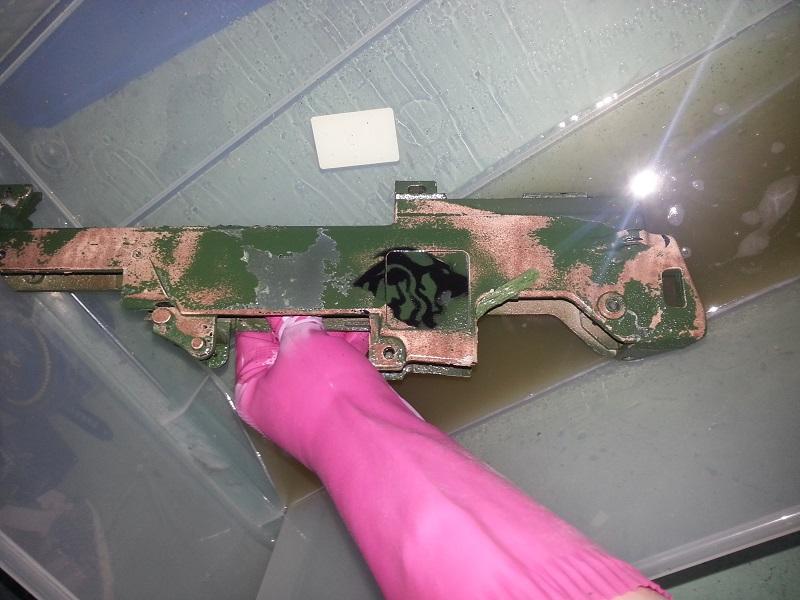 Retirer une peinture facilement sur plastique et métal 20130512