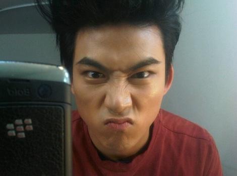 [27.04.13] [PICS-HUMOUR] La face cachée des 2PM 20120210