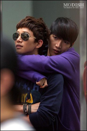 [27.04.13] [PICS-HUMOUR] La face cachée des 2PM Junk_j10