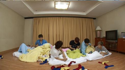 [27.04.13] [PICS-HUMOUR] La face cachée des 2PM Tumblr10