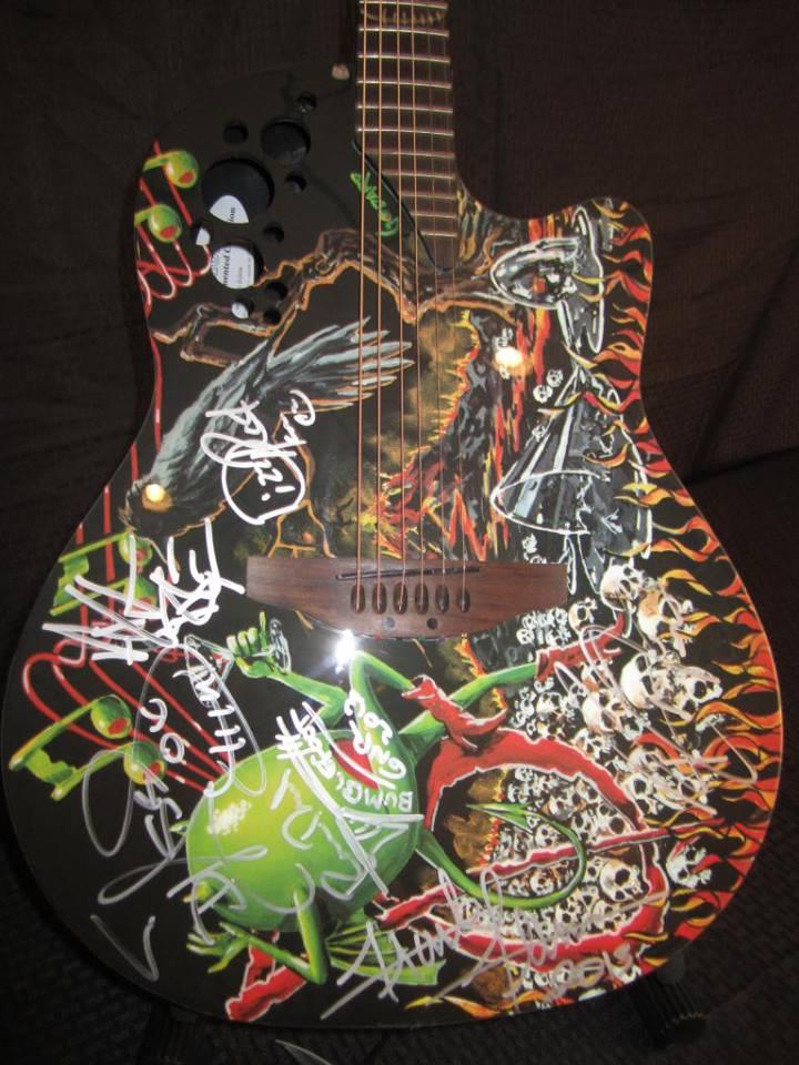 Une guitare autographiée de DJ aux enchères 94198710