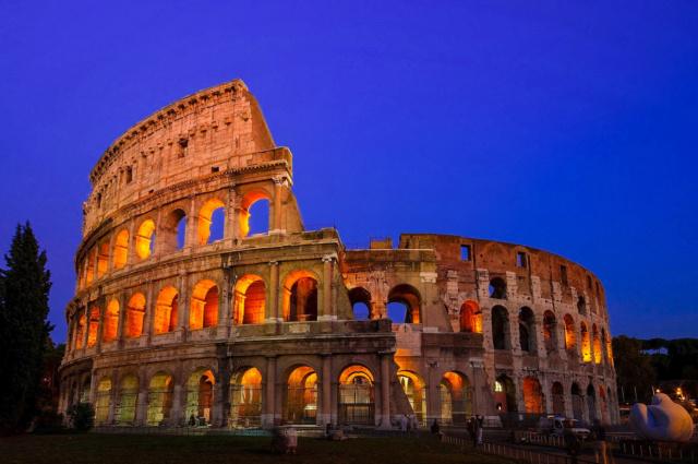 Etape 1 - Tour les 14 merveilles du monde. [REGULIER] - Le Colisée de Rome. Colise10