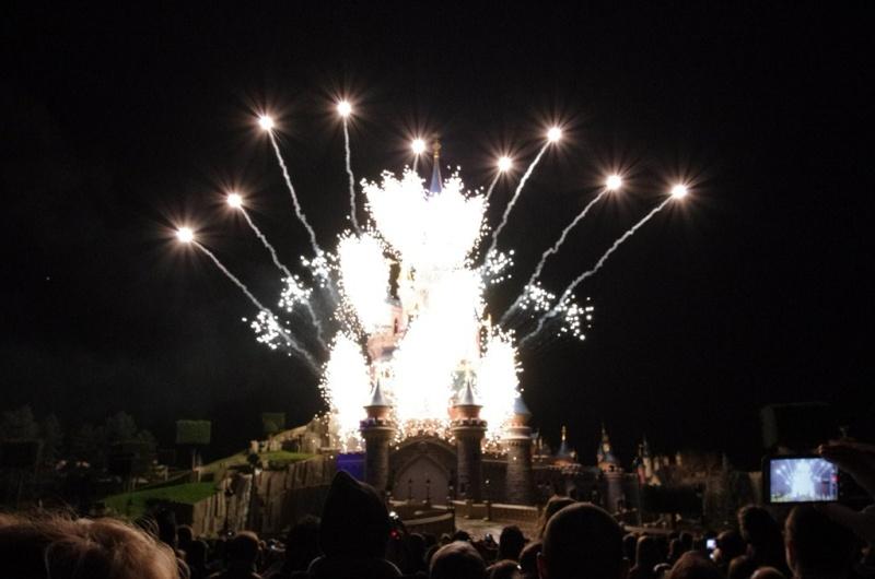 Vos photos des feux d'artifice et show nocturne ! - Page 7 Ipod_110