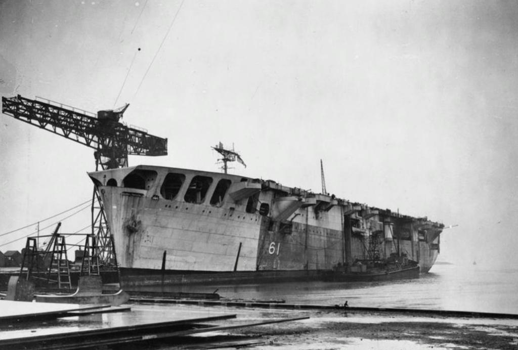 Petite histroire des porte-avions d'escorte - 1915-1945 - Page 9 28619210