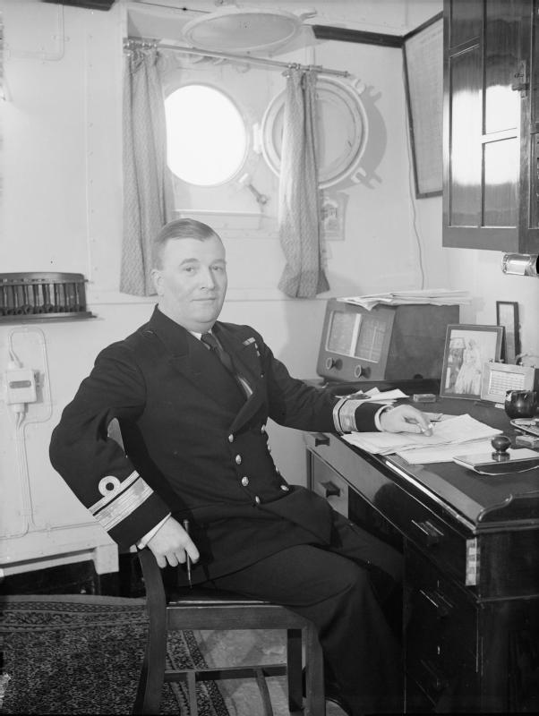 Importantes batailles navales en 1939-1945 - Page 4 Career10