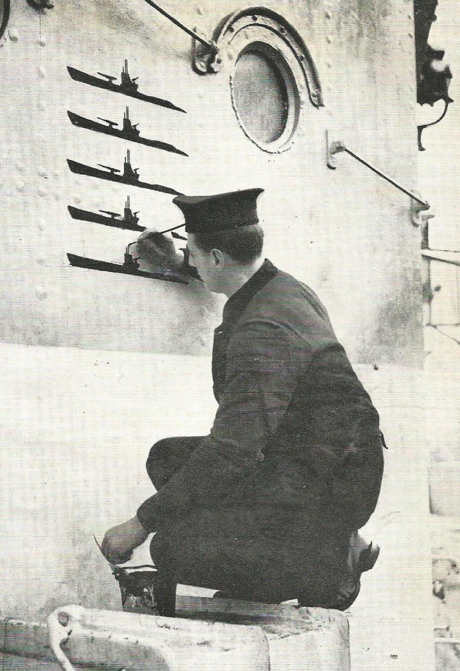 Kriegsmarine - Page 18 Hms_he10