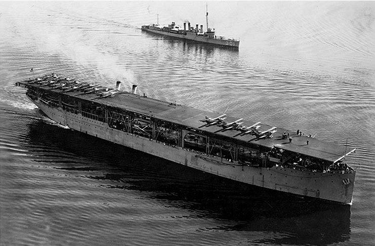 Grande histoire des porte-avions de combat - Page 4 Uss_la10