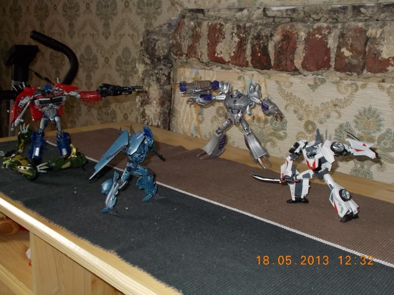 Guerres Transformers! Montrez-moi vos batailles et guerres épiques en photo ici. - Page 3 Mama_010