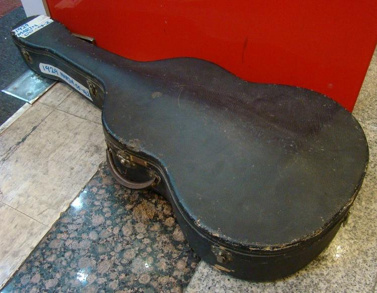 Is it a Gibson case, or a MArtin case? Case10